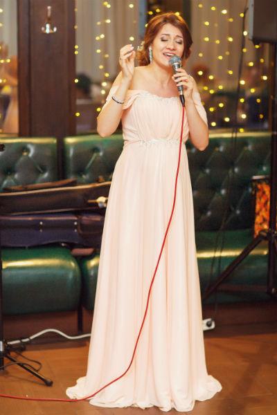 В тот вечер Алиса Игнатьева выступила для гостей с любимыми песнями