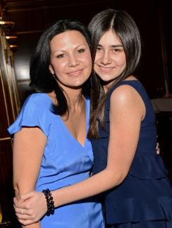Вторая жена продюсера Лейла с дочерью Лизой