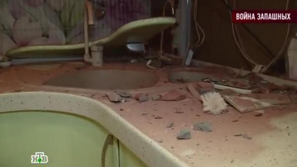 Соседи Ирины Запашной пробили дыру в стене ее квартиры и разрушили дорогую мебель