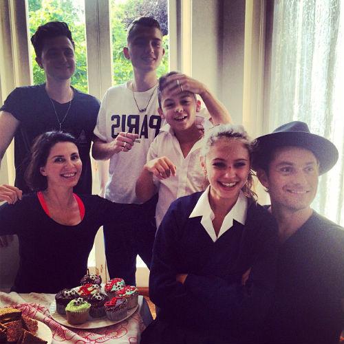 Джуд Лоу поддерживает дружеские отношения с Сэди Фрост и тремя детьми