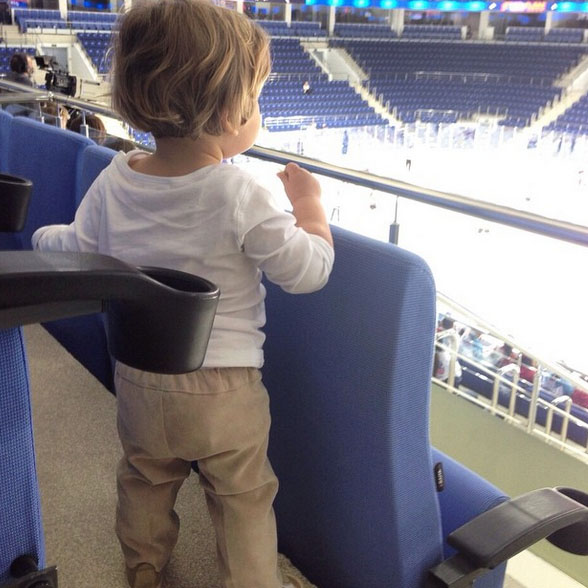 Мария Кожевникова впервые привела сына на хоккей