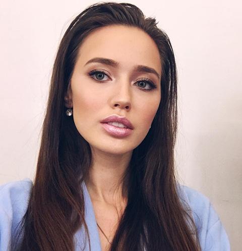 В Сеть попали снимки Анастасии Костенко «до пластики»