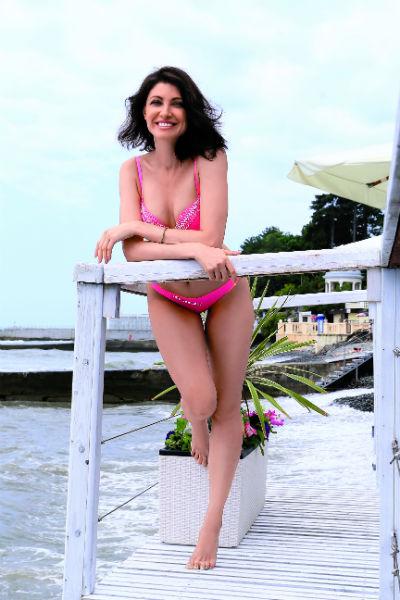 Со временем Настя научилась ценить свою естественную красоту, которую идеально подчеркивают купальники Enjoy