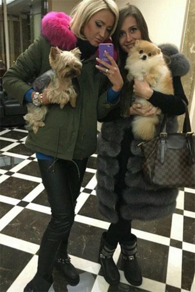 Этот невинный снимок Ольги Бузовой с сестрой Анной и собачками вызвал у фанатов непредсказуемую реакцию