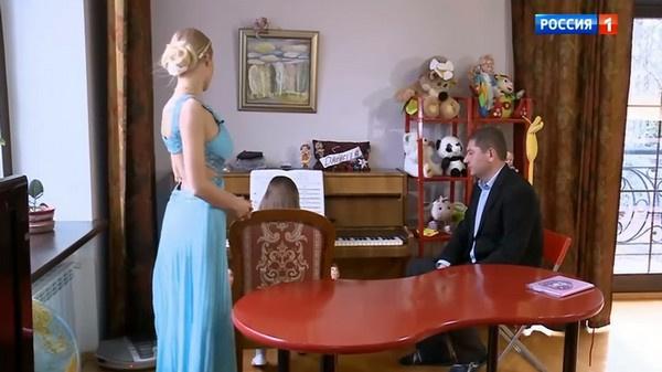 С дочерью Алены Кравец занимается гувернер