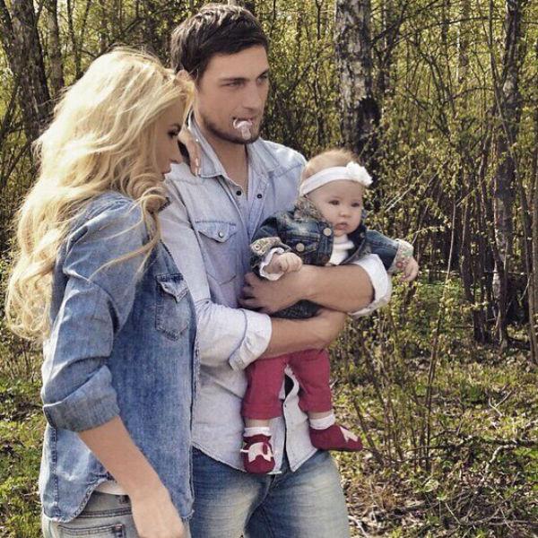 Элина и Александр хотят, чтобы в будущем маленькая Саша подружилась со своей сводной сестрой