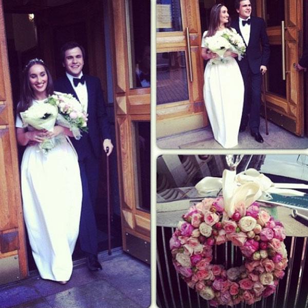 Коллаж из свадебных фото разместила на своей страничке в соцсети сама Анастасия