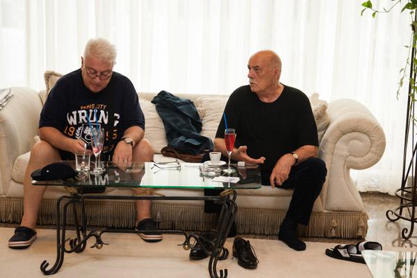 В фойе гостиницы «Жемчужина» его поджидал артист Владимир Винокур
