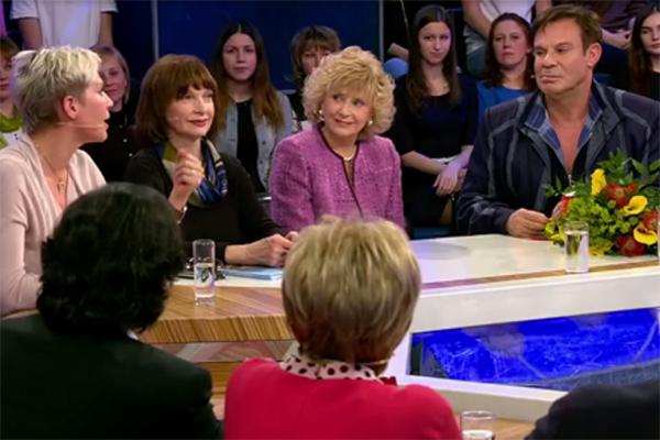 Ефим Шифрин (на фото крайний справа) в студии программы «Сегодня вечером»
