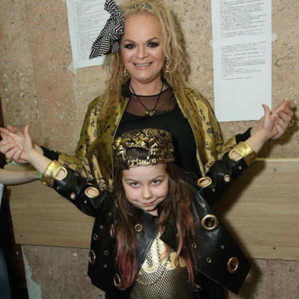 Недавно внучка Долиной заявила, что хочет стать певицей