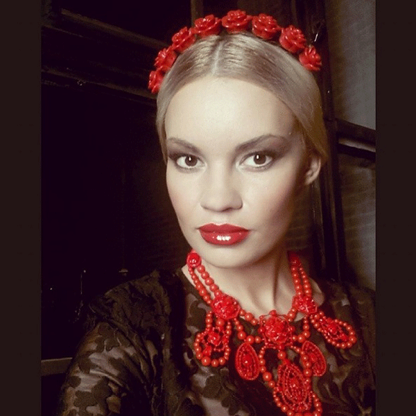 Один из образов Марины в клипе Филиппа Киркорова