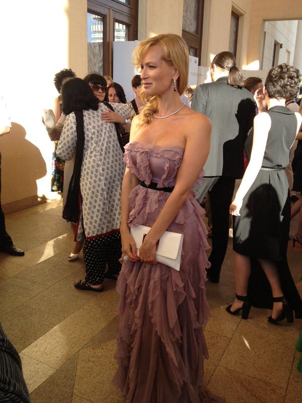 Олеся Судзиловская в платье от русского дизайнера Александра Серова