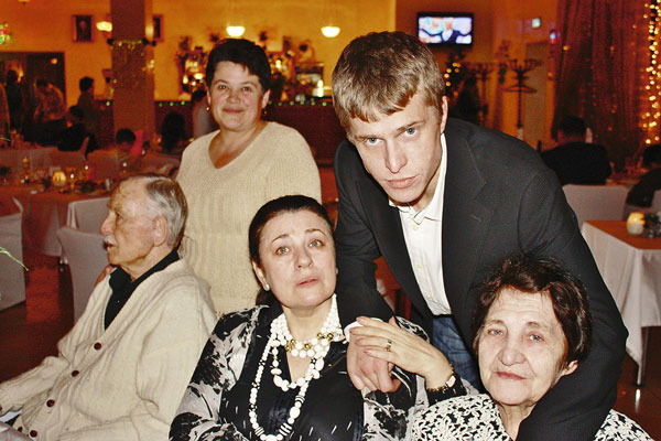 Долгие годы Николай был в ссоре с семьей. Помирился лишь тогда, когда узнал о болезни матери