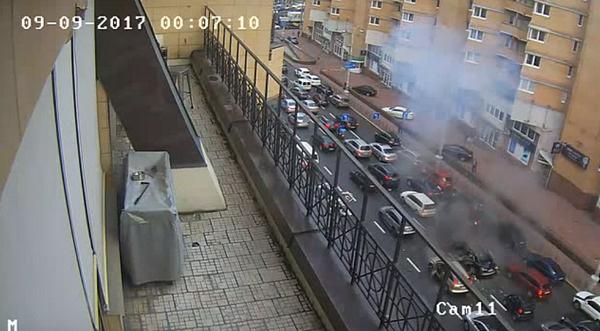 Взрыв также запечатлели камеры видеонаблюдения