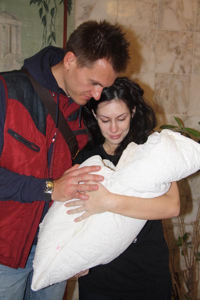 Артем и Екатерина не могут наглядеться на сыночка
