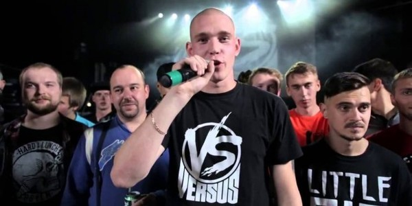 Александр Тимарцев, он же Ресторатор, является основателем проекта Versus Battle