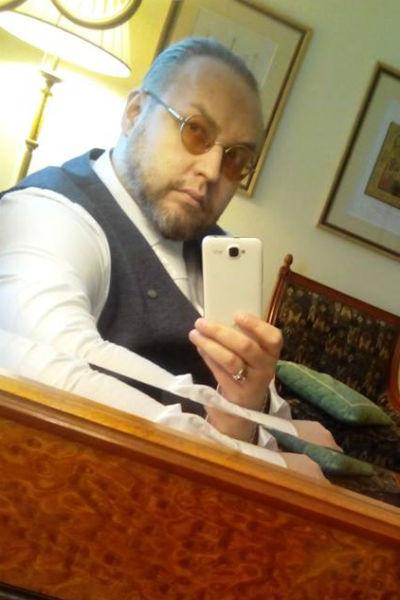Борис Ливанов сообщил о расставании в социальной сети