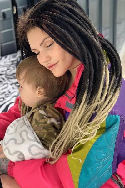 Фрейя Зильбер пытается одна воспитывать сына