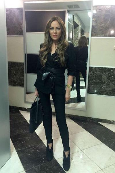 Юлия подчеркивает свою стройность облегающими нарядами