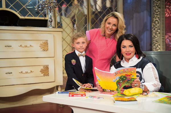 Маленького Георгия в школу собирали мама Татьяна и бабушка Надя
