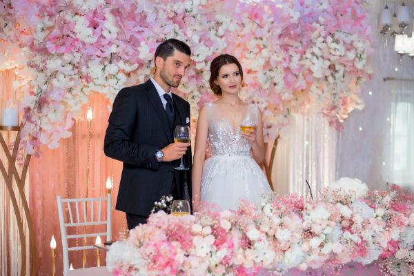 Алеса рада, что на свадьбу приехали гости из разных стран