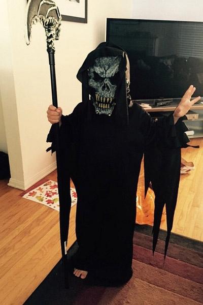 Сын Саши Зверевой Макар в костюме для Хеллоуина