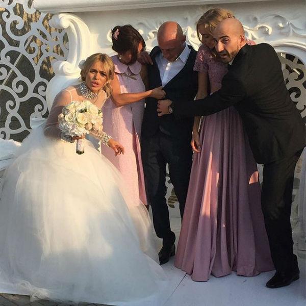 На свадьбах часто происходят забавные ситуации