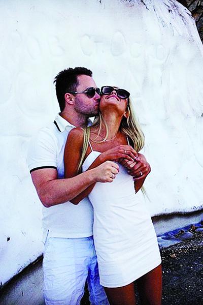Виталий обожает жену и балует подарками, недавно подарил BMW