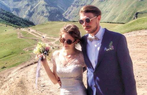 Никита Ефремов и Яна Гладких вместе около двух лет, они познакомились в театре «Современник»