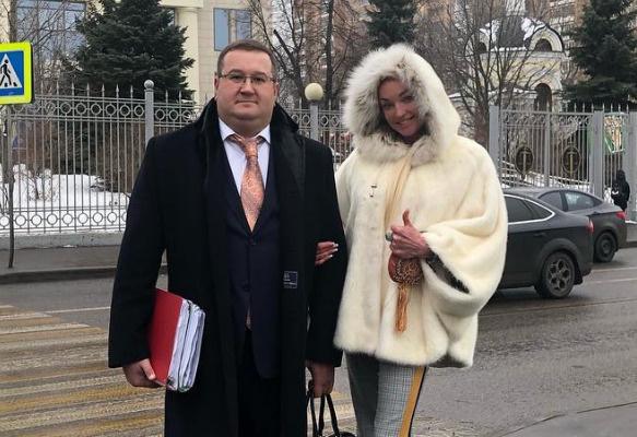 Анастасия Волочкова со своим адвокатом