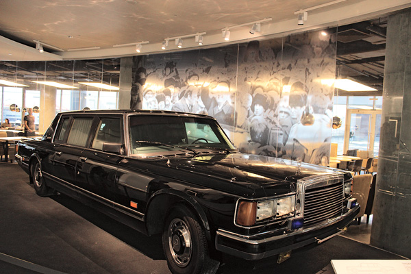 В конце XX века лимузин ЗИЛ считался самым безопасным автомобилем, сейчас его стоимость около 1,5 млн евро