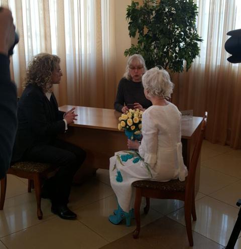 Сегодня шоумен и его пожилая избранница расписались в столичном Дворце бракосочетания №4