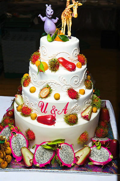 Влюбленные подошли с фантазией даже к выбору свадебного торта