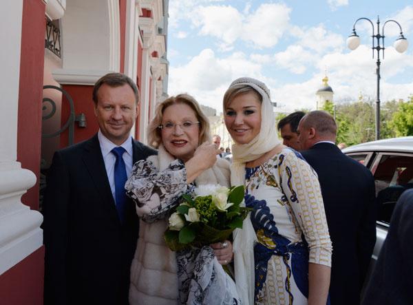 Людмила Максакова и Мария Максакова с мужем Денисом