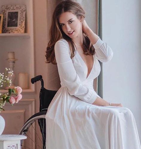 Мария прикована к инвалидному креслу более четырех лет