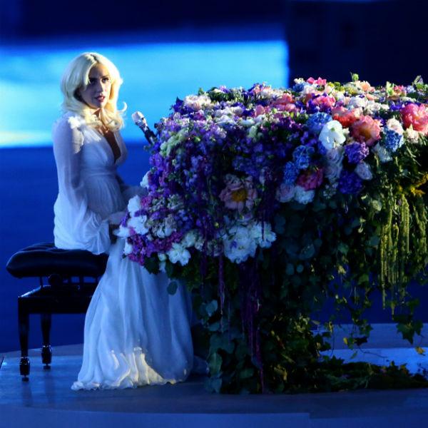 Тайно  прилетевшая  в Баку Леди  Гага выдала  хит Леннона
