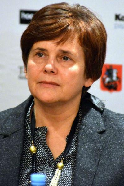 Ирина Дмитриевна является главным редактором журнала «Новое литературное обозрение»