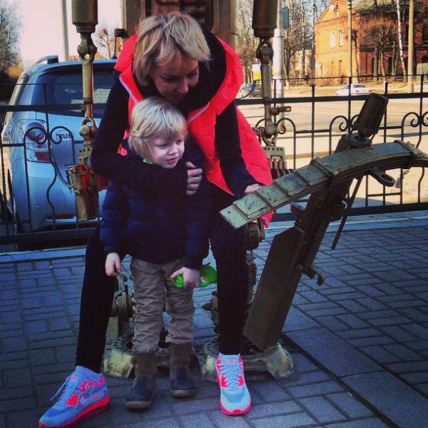 Маша заботится о единственном сыне