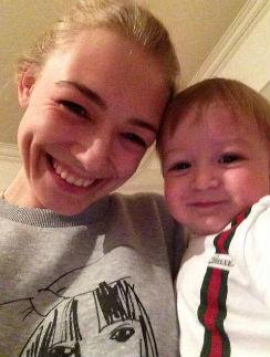 Оксана Акиньшина с младшим сыном
