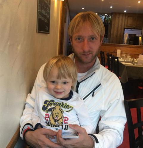 Евгений Плющенко с младшим сыном Сашей