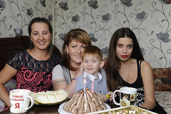 """Подруга семьи Ира, Вика с сыном Женей и обозреватель """"СтарХита"""" Ольга Родина"""