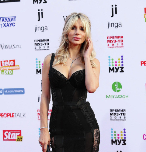 На Премии МУЗ-ТВ Светлана шокировала формами