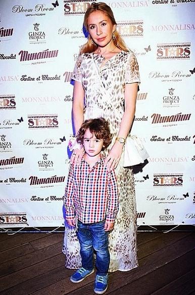 Ваня со своей звездной мамой Анастасией Гребенкиной