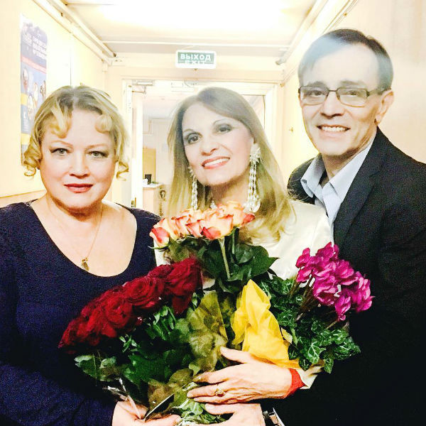 Андрей Харитонов с коллегами по театру Натальей Егоровой и Светланой Тома