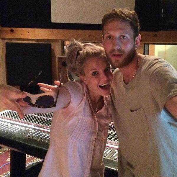 Бритни на студии звукозаписи творит новые хиты