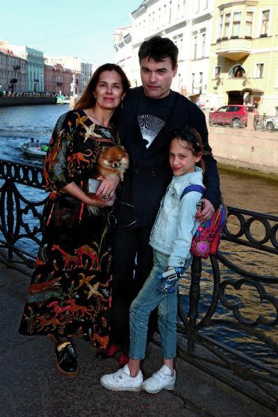 Артист с третьей женой Юлией и дочерью Василисой, 2016 год