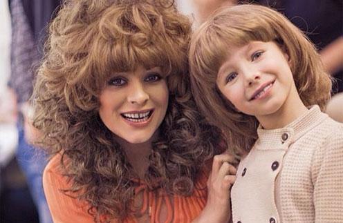 Юлия Началова с дочерью Верой в образе Аллы Пугачевой и Кристины Орбакайте
