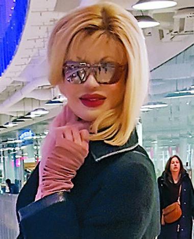 Модель Элеонора Кондратюк, облитая в 90-е кислотой, вышла замуж
