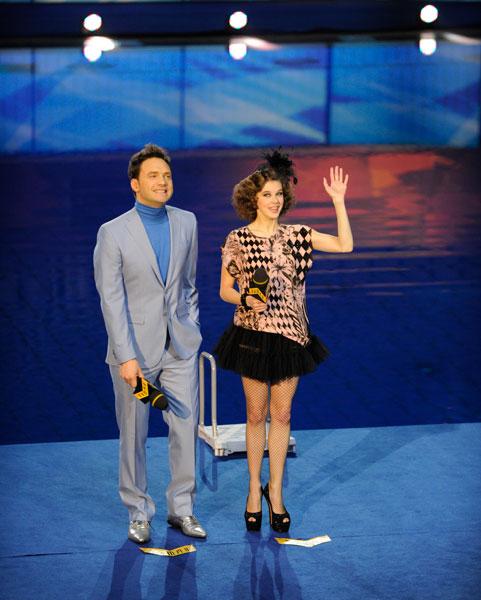 Ведущие шоу «Вышка» Виктор Васильев и Катерина Шпица