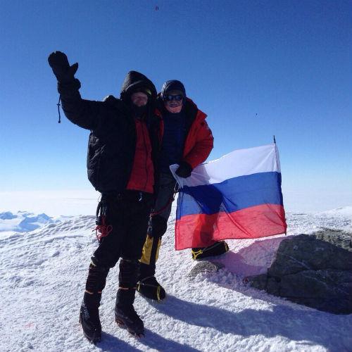 Российский флаг был установлен на высоте 4892 метра